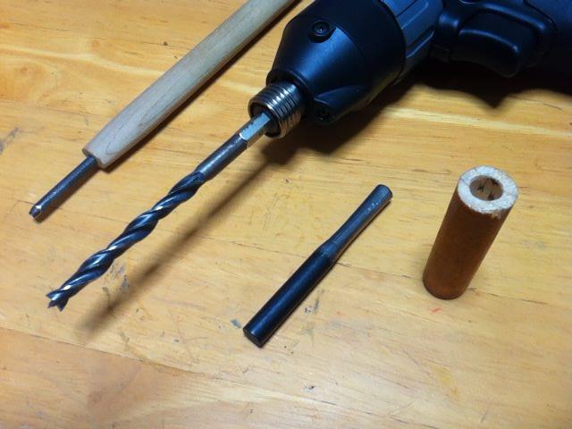 フェロセリウム(棒)の方は、適当な木の棒に穴を開け、接着剤で止めて完了。